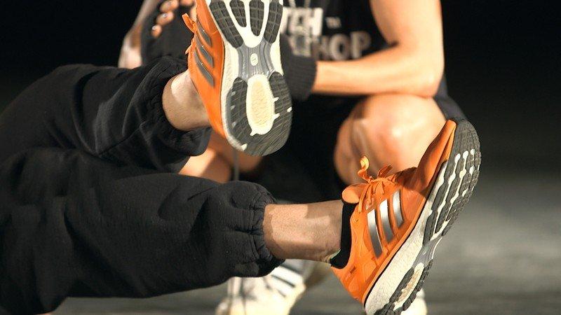 Горизонтальные ножницы ногами